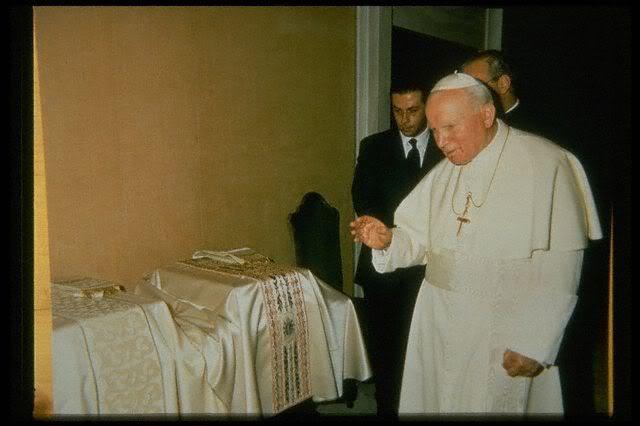 Sua Santità Giovanni Paolo II e Gai Mattiolo Dicembre 1996