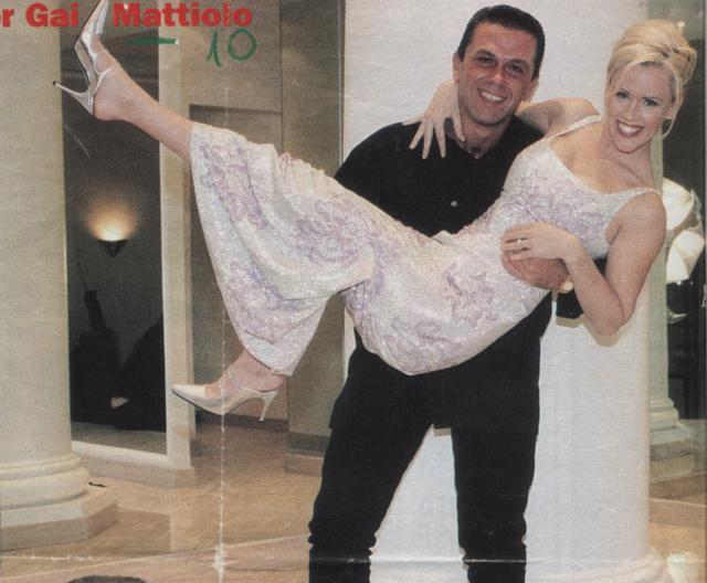 Jenny Mccarthy in braccio a Gai Mattiolo
